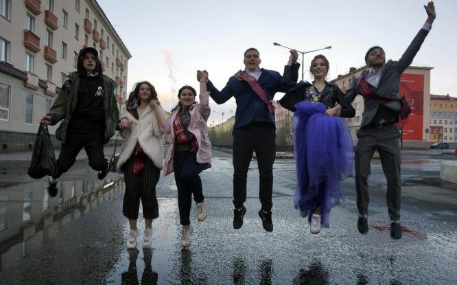 Окончен школьный роман: в Норильске прошли выпускные вечера