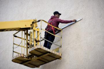 Итальянский художник приступил к работе на одном из городских фасадов