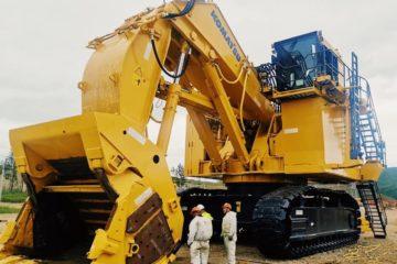 Первый в России гигантский экскаватор Komatsu будет работать на Быстринском комбинате
