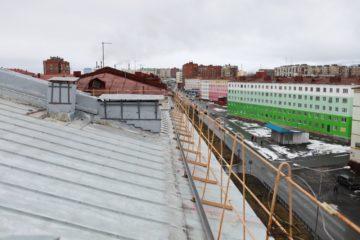 Кровли 37 домов в Норильске отремонтировали за счет регионального оператора