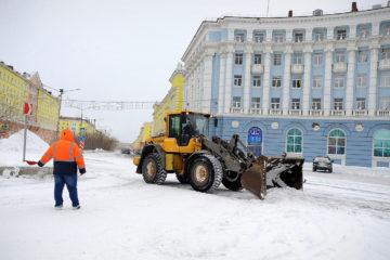 Полсотни спецмашин обеспечивают очистку норильских дорог и улиц от снега