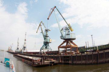 Речные порты Красноярска и Лесосибирска готовятся к отправке грузов по Енисею