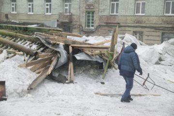 Штормовой ветер в Норильске ночью срывал крыши, заборы и вывески