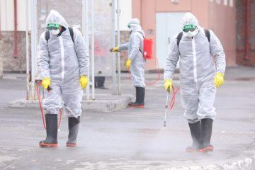 В Норильске дезинфицирующим средством обрабатывают улицы