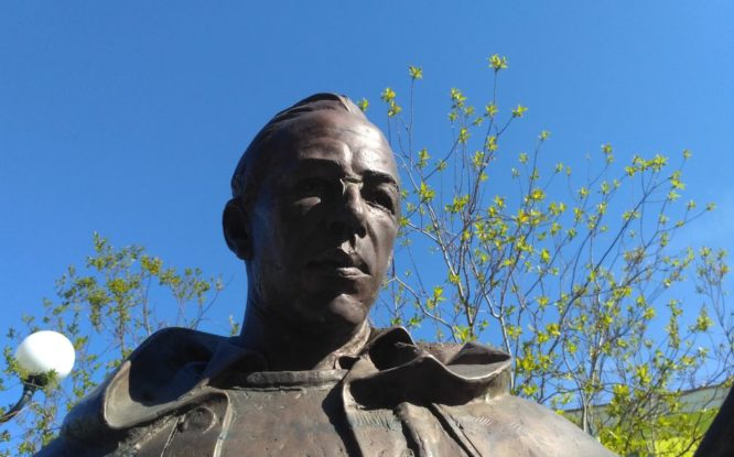 Памятнику Урванцеву опять отломали пенсне