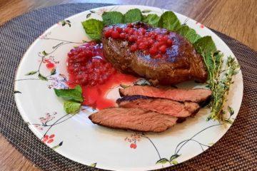 Норильчане поделились семейным рецептом стейка из оленины