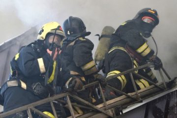 В Норильске из-за замыкания электропроводки загорелся многоквартирный дом