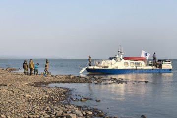 Гидробиологи взяли пробы воды из озера Пясино