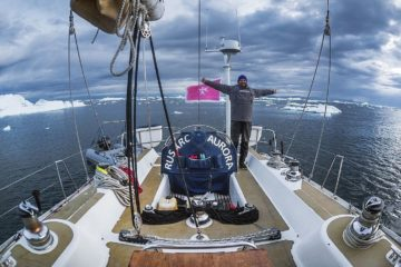 Петербуржец в одиночку на яхте собирается обогнуть Арктику и Антарктиду