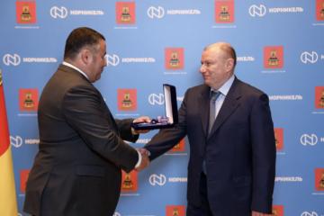 Владимир Потанин награжден почетным знаком Тверской области