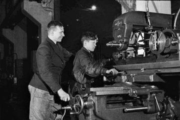 В 1943 году в Норильске открылась школа фабрично-заводского обучения