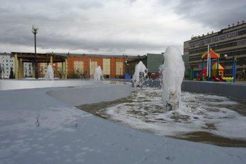 Фонтаны с подсветкой установили в парке отдыха «Озеро Долгое»