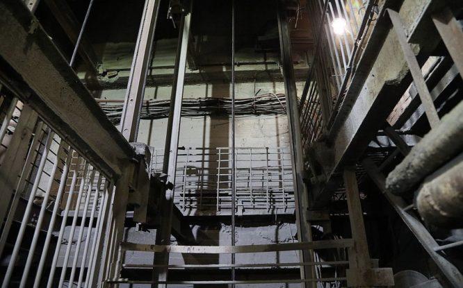 На руднике «Заполярный» заменили рельсовые проводники на одном из стволов