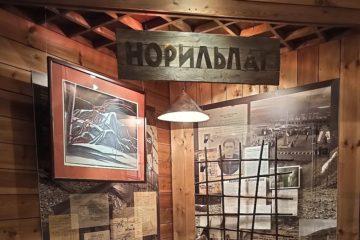 Историю Норильлага в Таймырском музее иллюстрирует композиция «Первым»