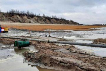 Минэкологии края взяло пробы на месте разлива нефти в Хатанге