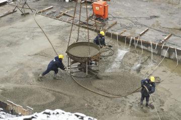 На строительстве третьего пускового комплекса ТОФ работает около 400 человек