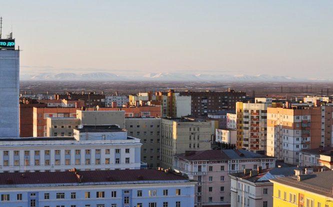 100 крыш по программе капремонтов отремонтировали в Норильске