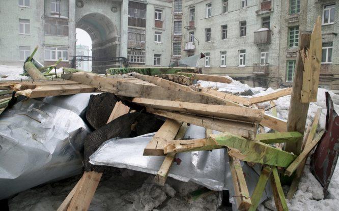 Кровли пострадавших от шторма сталинок отремонтируют к середине ноября