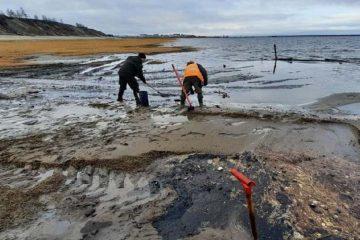 Штормовой ветер сломал трубопровод при перекачке нефти в Хатанге