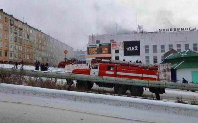 В Дудинке горел торговый комплекс «Норильск»