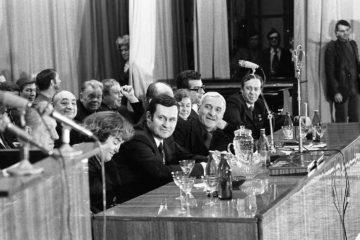Писатель Константин Симонов вел первую встречу норильчан в Москве