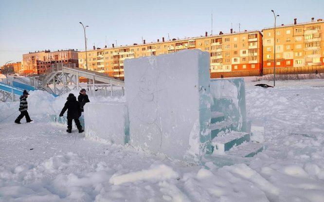 В Дудинке приступили к оформлению центрального снежного городка