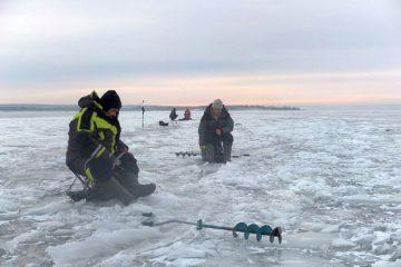Трое таймырских рыбаков уплыли на льдине