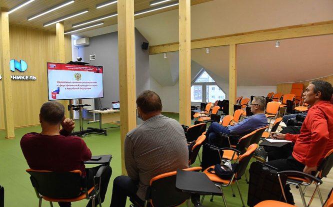 В Норильске завершился семинар для хоккейных тренеров и судей