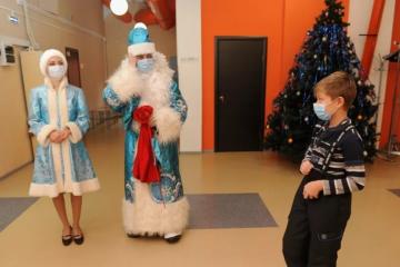 Победители новогоднего квеста получили призы от «Северного города»