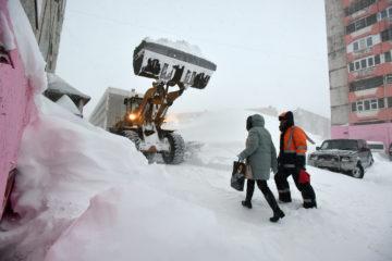 За два месяца в Норильске вывезли четверть годовой нормы снега