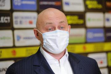 Николай Уткин нанес первый символический удар по мячу в спортхолле «Айка»
