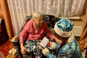 Ветераны Норильска получили подарки от политиков и волонтеров