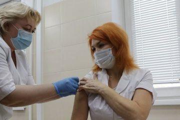 70 норильских медиков получили второй компонент вакцины от ковида
