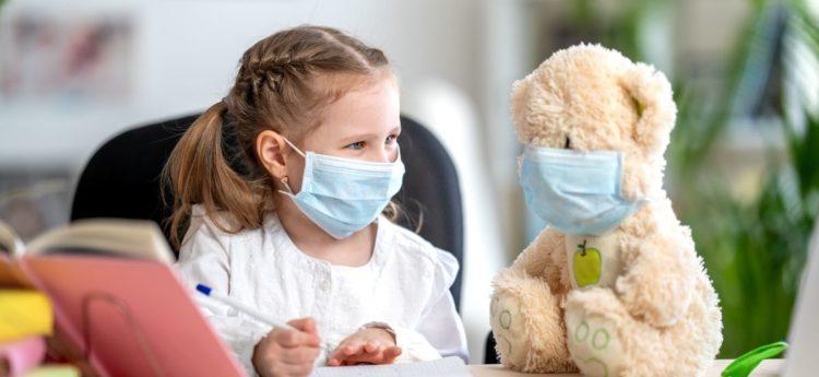 Новый штамм коронавируса более заразен для детей и подростков