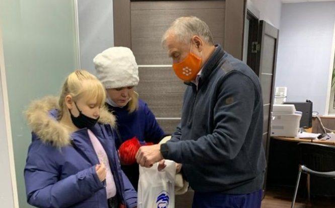 В Норильске пять семей с особенными детьми получили в подарок планшеты
