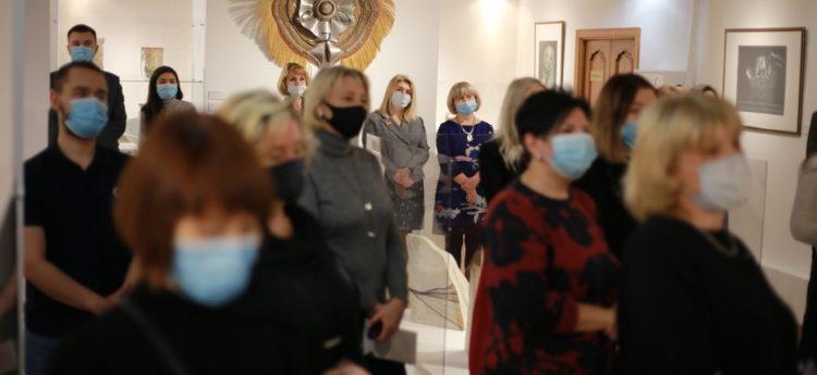 На финише 2020 года на Талнахской, 78, открылась выставка декоративно-прикладного искусства