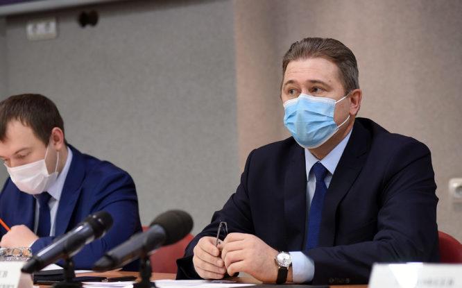 Краевой министр проинспектировал текущие ремонты многоквартирных домов в Норильске