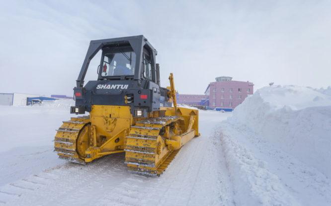 В аэропорт Норильск поступил новый бульдозер по уборке снега