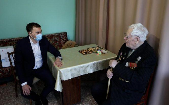 Глава Норильска поздравил ветеранов с Днем защитника Отечества