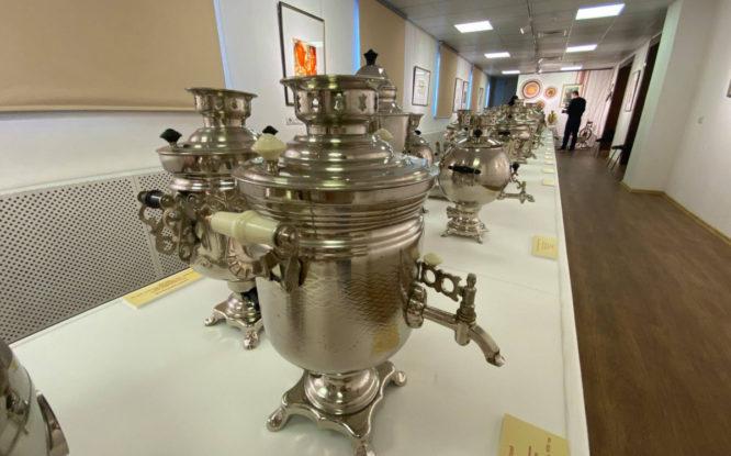 В Музее Норильска открылась выставка самоваров «Русское чаепитие»