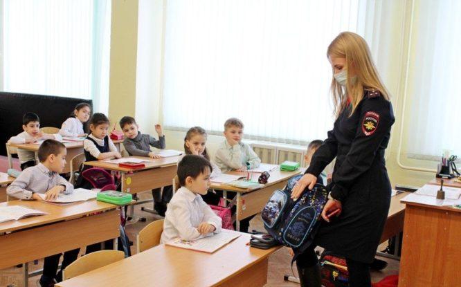 В Норильске дорожные инспекции рассказали школьникам о правилах ПДД