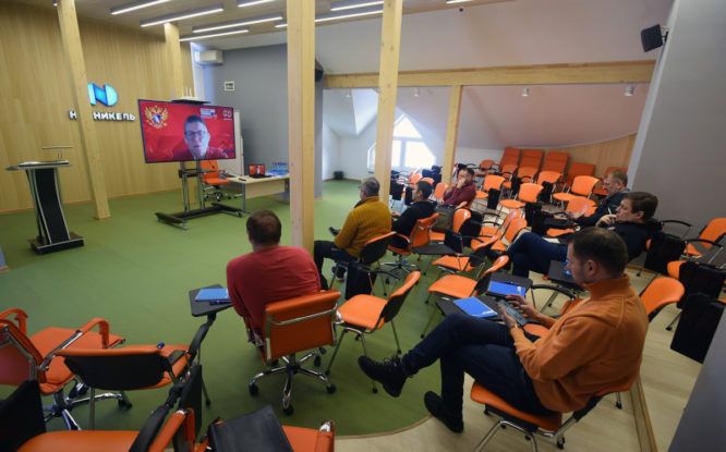 В Норильске проходит семинар для хоккейных тренеров и судей