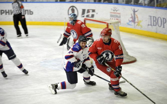 В Норильске прошел благотворительный матч с участием легенд отечественного хоккея