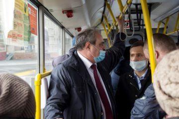 Депутат Госдумы посетил НПОПАТ и проехал несколько остановок на автобусе
