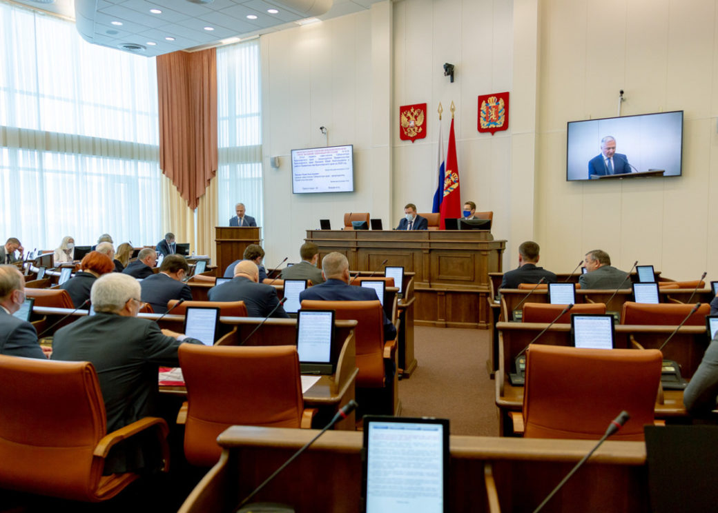 На сессии Заксобрания депутаты рассмотрели 49 вопросов