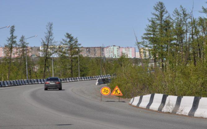 40 провалов на дорогах Норильска образовались из-за растепления грунта