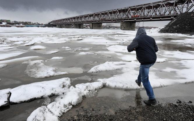 На реке Норильской – первые подвижки льда