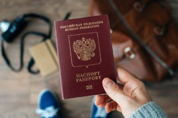 В России предложили изымать загранпаспорта у должников