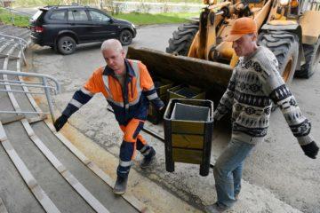В Норильске установили дополнительные скамейки и урны