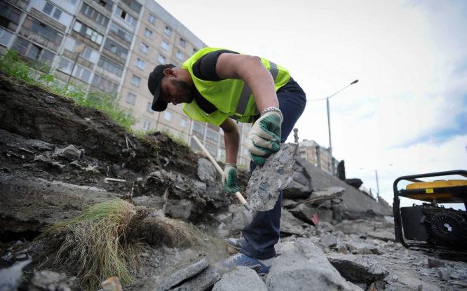 В Норильске обновляют асфальт у придомовых территорий
